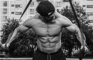 benefits of weight lifting vs calisthenics