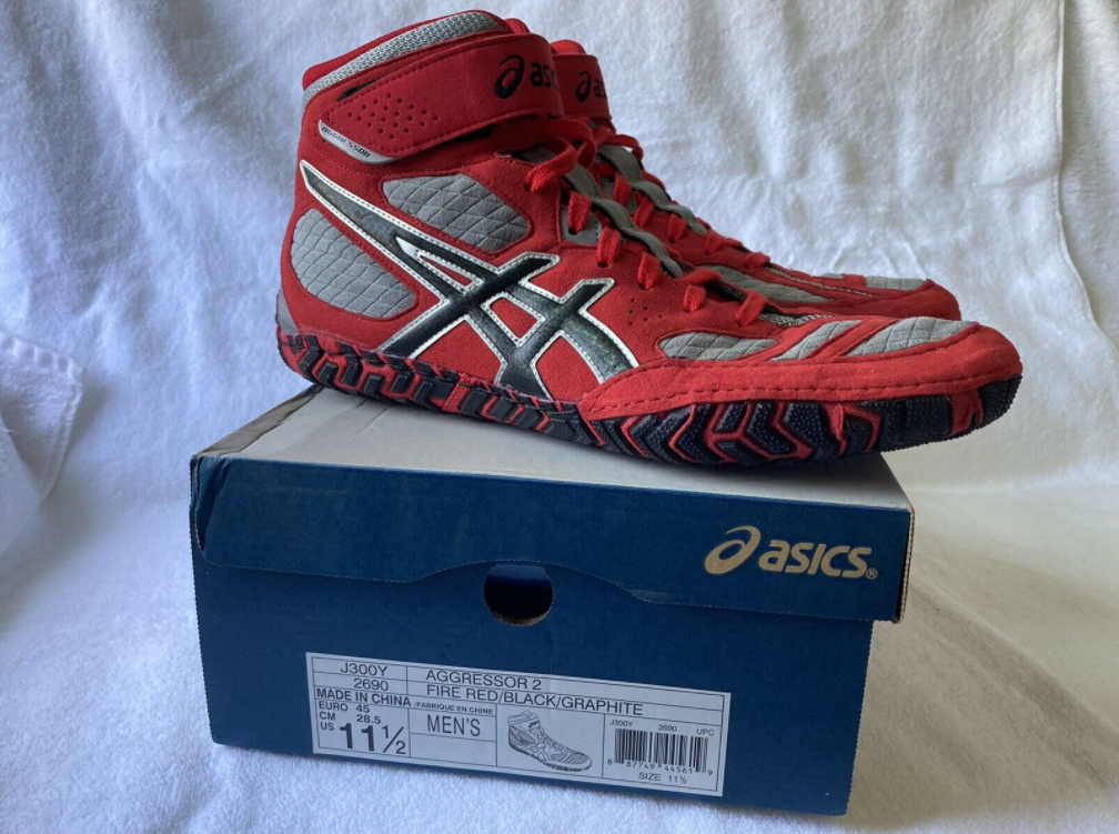 The Asics Men's Aggressor 2 is Our Choice for the best low top boxing shoe