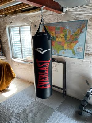 Everlast 100 lb Polyester Canvas Heavy Bag Is the best canvas bag for heavy fighters