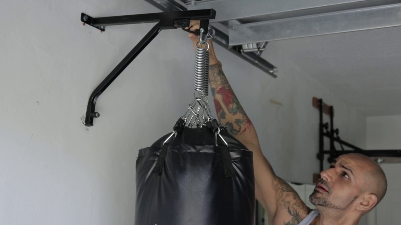 A Need a Strong Place to Hang Is one of the Downsides of 300 Lb. Heavy Bags