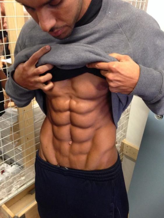 There are different ways you can get the illusion of 10-pack abs