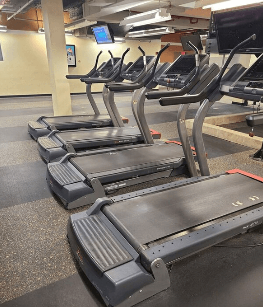 The I11.9 Treadmill boasts of a solid build